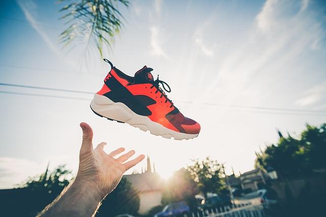 אאוטפיטים אופנתיים וספורטיביים במיוחד עם נעלי נייק